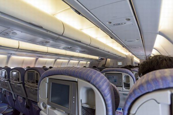 飛行機内のイメージ写真