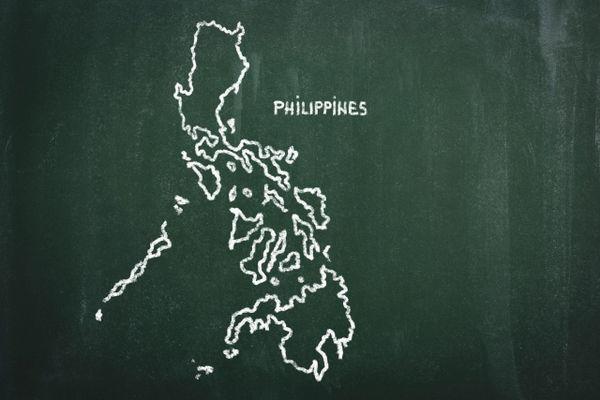 黒板に描かれたフィリピンの地図