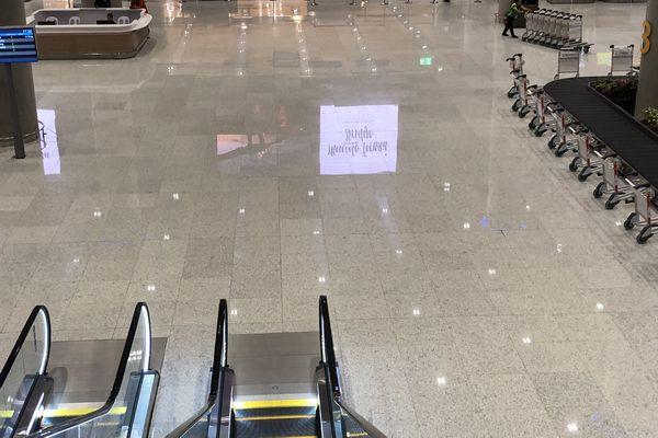 セブマクタン国際空港第2ターミナルの入国審査後のエスカレーター