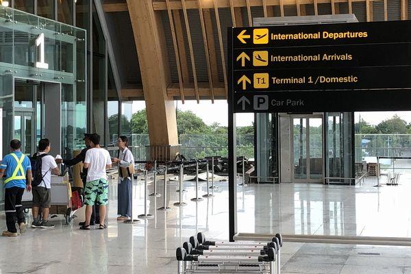セブマクタン国際空港第2ターミナルの入り口