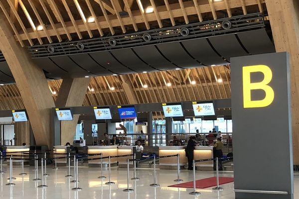 セブマクタン国際空港第2ターミナルのチェックインカウンター