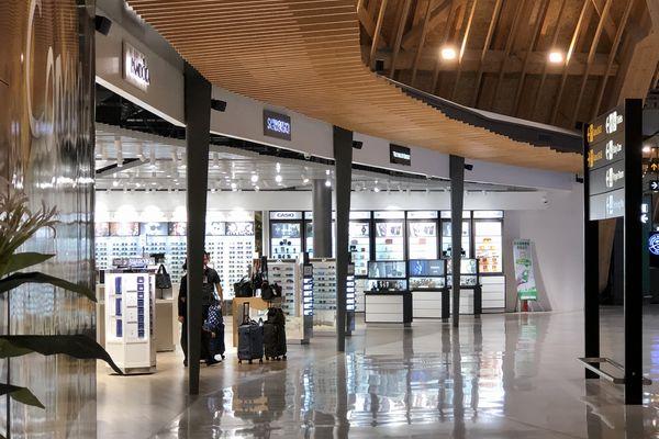 セブマクタン国際空港第2ターミナルの免税店