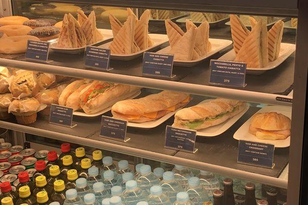 セブマクタン国際空港第2ターミナル出国後の飲食店