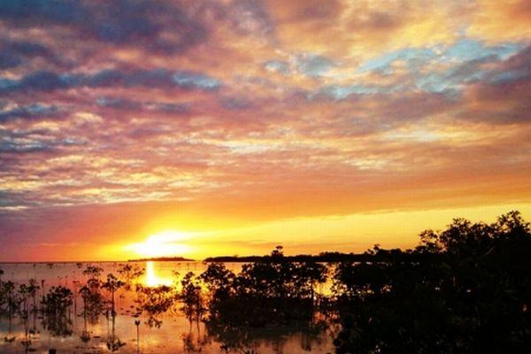 フィリピン、オランゴ島の夕陽