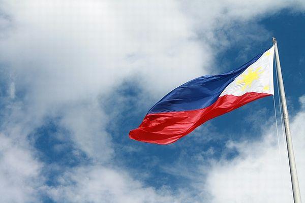 風になびくフィリピンの国旗