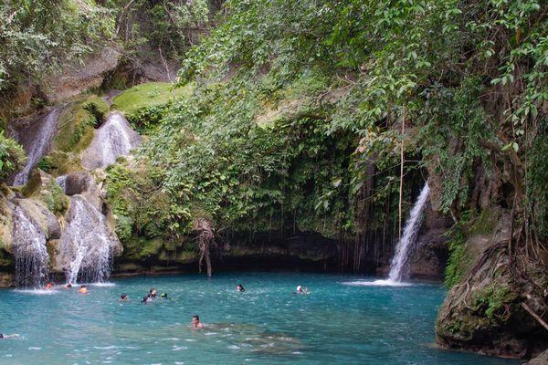 フィリピン・セブ島のカワサン滝
