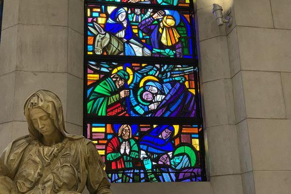 マニラ大聖堂のステンドグラス