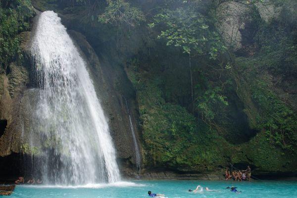 フィリピンのカワサン滝