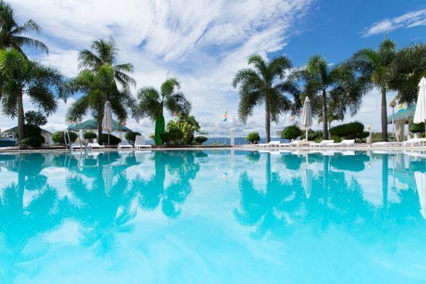 マクタン島のホテルのプール