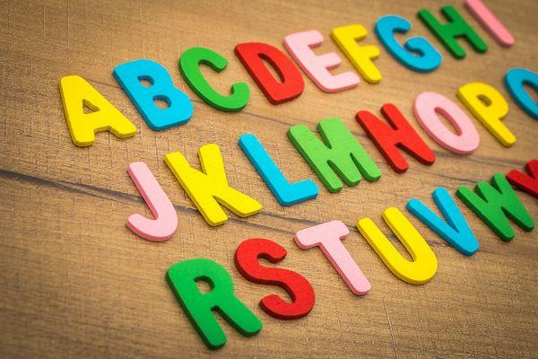 並べられたアルファベット