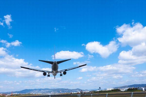 飛び立つ飛行機の姿